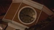 5x13 tour de l'horloge effondrée des Enfers 8 heures 16 aiguilles indication passage âmes