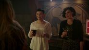 6x15 Mary Margaret Blanchard verre alcool Regina Mills cocktail Emma Swan tables d'Ésope bar pub