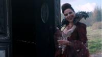 5x11 Reine Regina verre main invitation carrosse Killian Jones défi