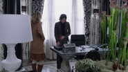 1x13 Regina Mills bureau du maire maire de Storybrooke Kathryn Nolan photos David Nolan Mary Margaret Blanchard relation amoureuse
