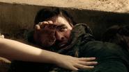 2x05 Killian Jones Capitaine Crochet survivant comédie bras Aurore