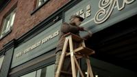 2x17 Marco devanture magasin réparation outils menuisier
