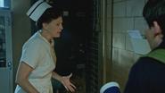 5x01 infirmière Ratched Henry Mills blouse tachée arrosée aspergée boisson