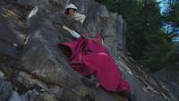 4x06 Belle Anna falaise montagne secours