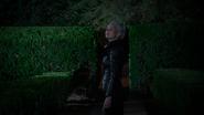5x05 Emma Swan Cygne Noir Ténébreuse demeure maison manoir Regina Mills haies regard chambre Henry