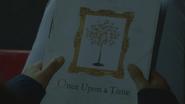 6x22 livre de contes de fées couverture titre Once Upon a Time Il Était une Fois illustration dessin arbre pommier pommes