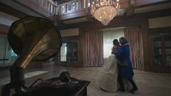4x01 Belle French M. Gold Rumbelle danse bal La Belle et la Bête Disney lune de miel