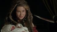 7x07 Dame Mère Gothel Alice bébé sourire pointe épée sabre
