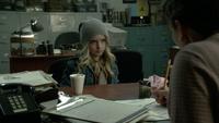6x11 Emma Swan jeune enfant poste de police choix patronyme cygne chocolat chaud cannelle