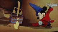 Fantasia (1940) L'Apprenti Sorcier Mickey Mouse chapeau Sorcier balai magique