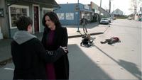 4x22 Henry Mills Regina Mills retrouvailles embrassades Emma Swan Apprenti Sorcier Robin (Storybrooke) sol relève arrivée course retour Storybrooke