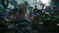 Alice au Pays des Merveilles 2010 film face curieux jardin fleurs