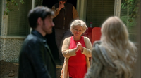 5x01 Killian Jones Emma Swan Granny Leroy Café Mère-Grand