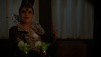 6x01 Méchante Reine Regina dissociée sérum cocktail vert ferme de Zelena sourire