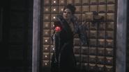 1x07 Méchante Reine Regina armoire à cœurs enchantés