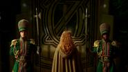 3x16 Zelena porte entrée gardes d'Oz