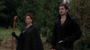 2x09 Killian Jones Crochet Cora charme de protection Sort noir