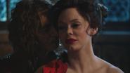 2x16 Rumplestiltskin Cora nez joue caresse envie haine torture soumission