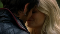 5x07 Killian Jones Emma Swan baiser