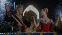 W1x05 Roi Reine Anastasia Rouge mains saluts peuple Pays des Merveilles balcon tour château palais têtes profil sourires