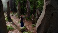 5x01 Merida Emma Swan arc colline cercle de pierres face à face