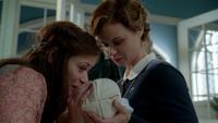 6x09 Belle French baiser adieux bébé Gideon fils Mère Supérieure marraine fée soutien couvent sainte-meissa