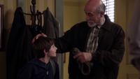 1x05 Marco Henry Mills cabinet du Dr docteur Hopper