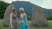 4x01 Anna Elsa Reine des Neiges pierres tombales Roi Reine d'Arendelle surprise