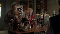 6x04 Dr Jekyll Prof (Storybrooke) Grincheux laboratoire garage du Dr Whale