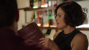 7x03 Roni livre lit règles construction bar Hyperion Heights