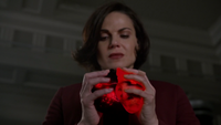 6x14 cœurs enchantés Regina Mills partage lumière ténèbres