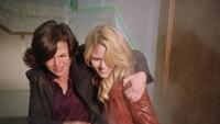1x08 Emma Swan Regina Mills mairie de Storybrooke feu icendie sauvetage vie héroïque