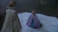 4x05 Reine des Neiges Elsa enchaînée