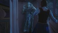 4x08 Hans statue Anna placard Ingrid Reine des Neiges chambre princesses château d'Arendelle
