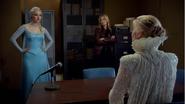 4x07 Elsa Reine des Neiges Emma Swan Ingrid Reine des Glaces interrogatoire poste de police