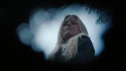 3x16 Emma Swan enterrement Neal trou pelle terre fin