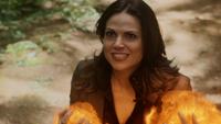 5x02 Regina Mills boule de feu attaque furie