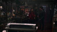 5x08 Belle French Killian Jones boutique d'antiquités probable usurpation