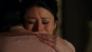 3x15 Belle French Mary Margaret Blanchard étreinte câlin réconfort mort Neal Cassidy pleurs larmes