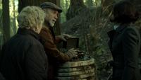 6x17 Granny Marco Regina Mills explosion détonateur forêt de Storybrooke