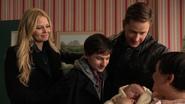 Neal bébé présenté Emma Henry David Mary Margaret 3x20