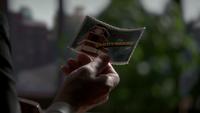 2x01 Neal carte postale Storybrooke