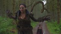 2x02 jeune Reine Regina Cora maléfice immobilisant branches entraves livre de sorts