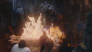 4x12 Mont Chauve grotte caverne Cruella d'Enfer Rumplestiltskin Ursula Maléfique Sort noir flammes