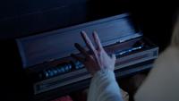5x04 Dague du Ténébreux Emma Swan protection Regina Camelot