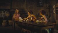 Cendrillon film Disney 2015 Ella Anastasie Javotte attablées conversation discussion bal mini
