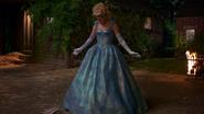 1x04 Ella Cendrillon transformation robe de bal pantoufles de verre