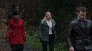 4x15 David Nolan Mary Margaret Blanchard Emma Swan Killian Jones marche forêt Storybrooke