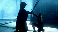 6x01 visions Emma Swan Sauveuse combat épées figure encapuchonnée faiblesse futur destin