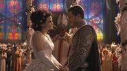 1x01 Blanche-Neige évêque Prince David Charmant sourires cérémonie de mariage